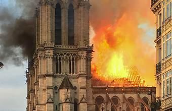 Notre Dame en feu.jpg
