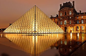 Pyramid-of-louvre-at-night.jpg